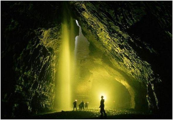 Entrata della grotta dopo la prima discesa.