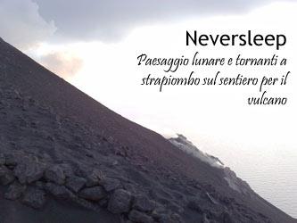 Il paesaggio lunare nella salita fino alla vetta di Stromboli vulcano.